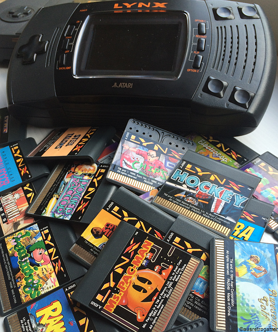 Atari_Lynx_piles_of_games