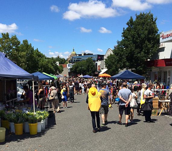 thrill_market_crowd